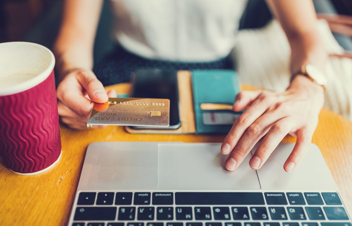 Essential-guide-to-shopping-online-credit-card-purchases
