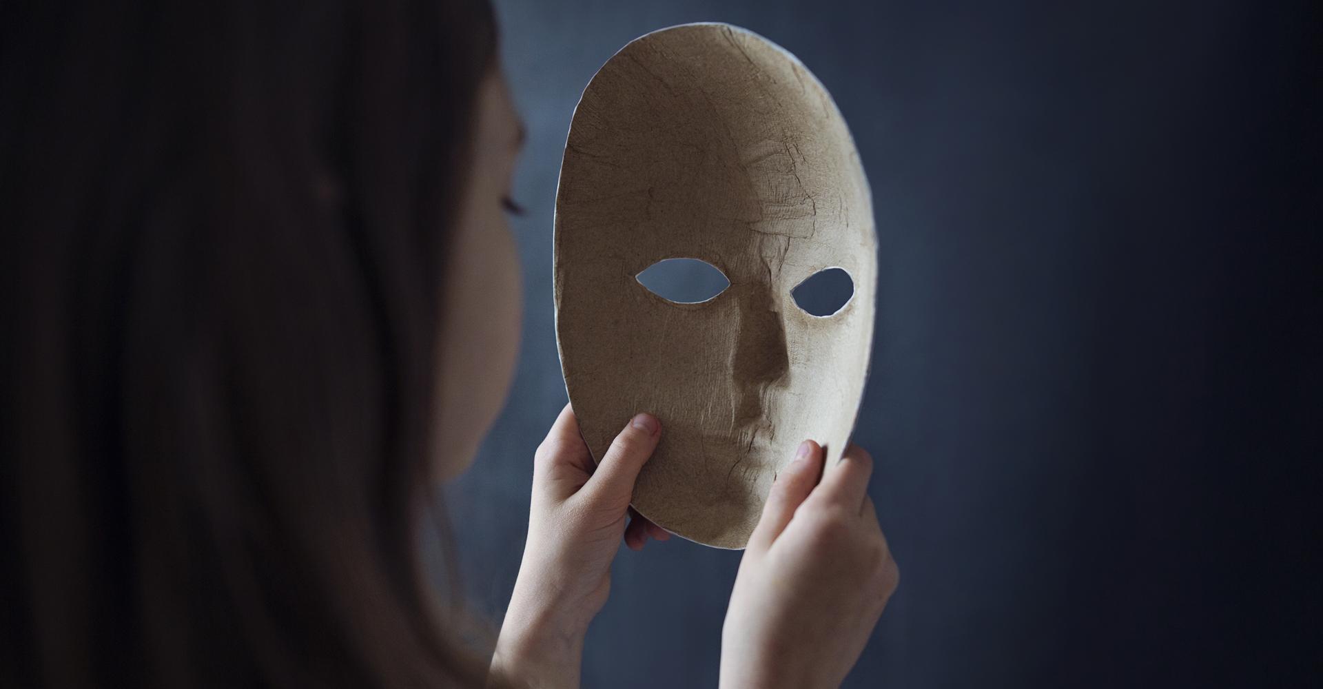 Avoid Behaviors That Endanger Your Kid's Digital Identity | Avast